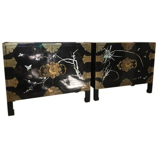 Pair of Chic Vintage Chinoiserie Nightstands With Mother of Pearl and Brass Trim For Sale