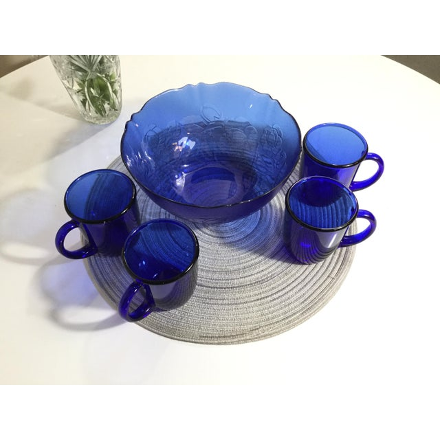 French 1960s Mid-Century French Cobalt Blue Arcoroc Bowl & Mug Set of 5 For Sale - Image 3 of 9