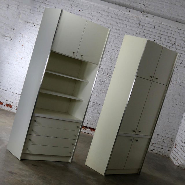 Mid Century Modern White Laminate Wall Unit Bookcase Display Cabinets, a Pair - Image 5 of 11