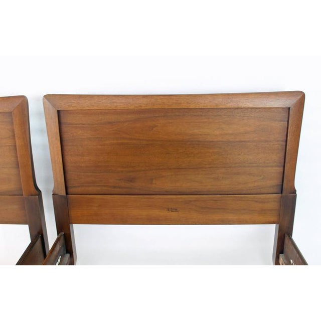 Henredon Pair of Heritage Henredon Twin Beds For Sale - Image 4 of 8