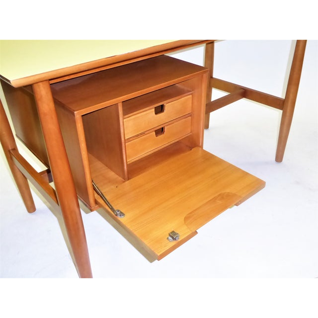 1950s Mid-Century Modern Blond Elm Writing Desk by Milo Baughman for Drexel For Sale In Miami - Image 6 of 13