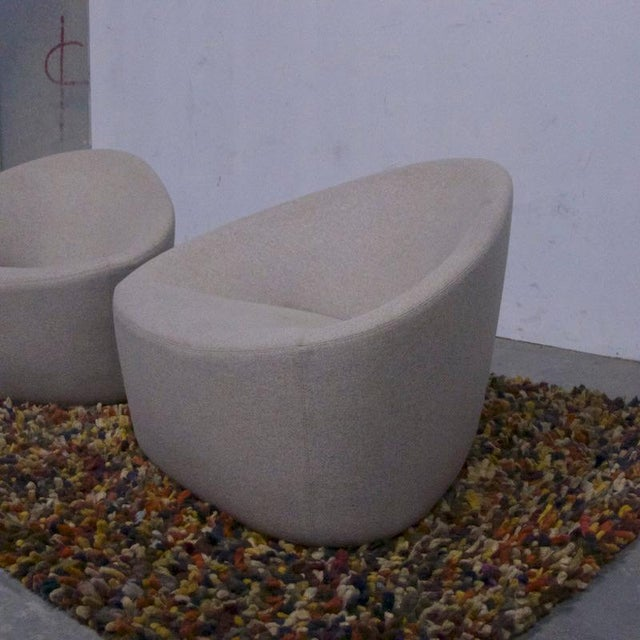 Light Gray Pair of Sculptural Zanotta Italian Modernist Upholstered Lounge Chairs For Sale - Image 8 of 9