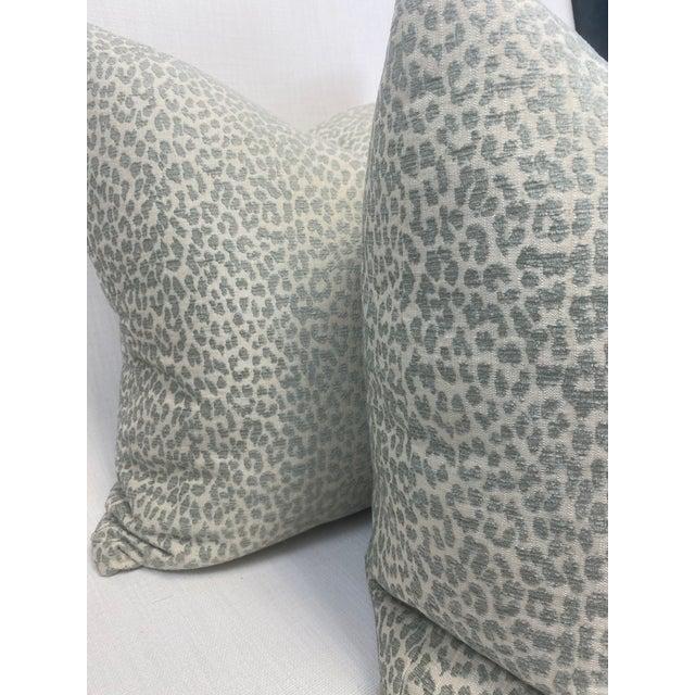 """Kravet Kravet """"Hutcherleigh"""" in Calm 22"""" Pillows - a Pair For Sale - Image 4 of 7"""