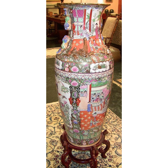 20c Chinese Cantonese Rose Medallion Famille Rose Gilted Floor Vase For Sale - Image 9 of 12