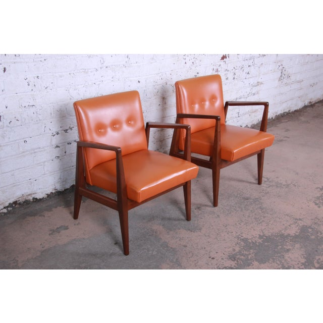 Danish Modern Jens Risom Mid-Century Modern Sculpted Walnut Lounge Chairs, Pair For Sale - Image 3 of 12