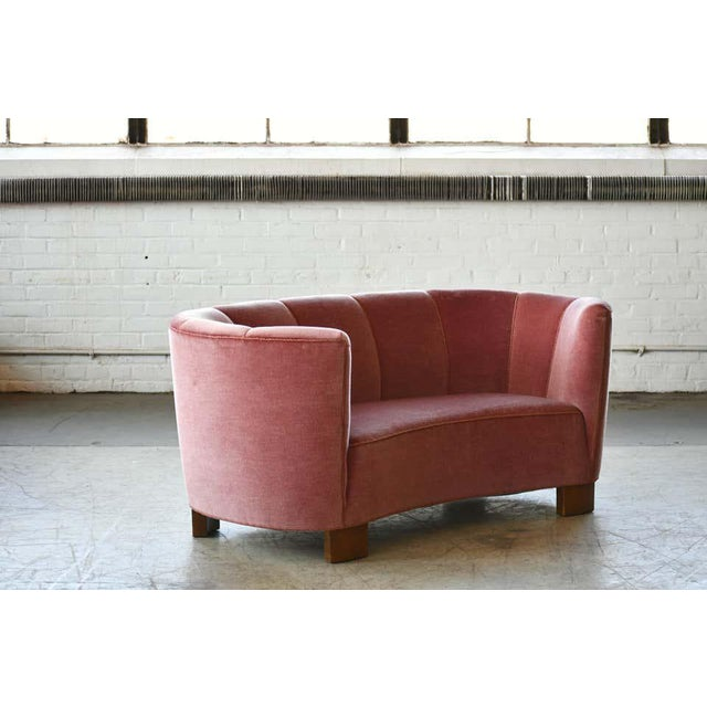 Textile Danish 1940s Boesen Style Banana Form Curved Sofa or Loveseat in Pink Velvet For Sale - Image 7 of 11