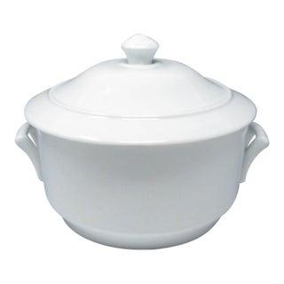 Vintage Apilco France White Porcelain 2.5 Qt Round Covered Casserole For Sale