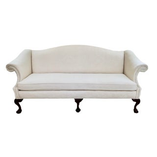 1990s Transitional Sherrill Camelback White Damask Sofa For Sale
