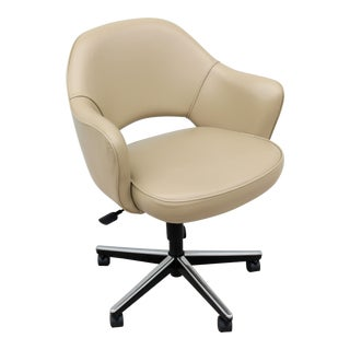 Mid-Century Modern Eero Saarinen for Knoll Executive Arm Chair With Swivel Base For Sale