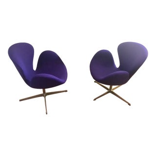 Arne Jacobsen for Fritz Hansen Mid-Century Danish Modern Swan Chairs - a Pair