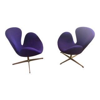 Arne Jacobsen for Fritz Hansen Mid-Century Danish Modern Swan Chairs - a Pair