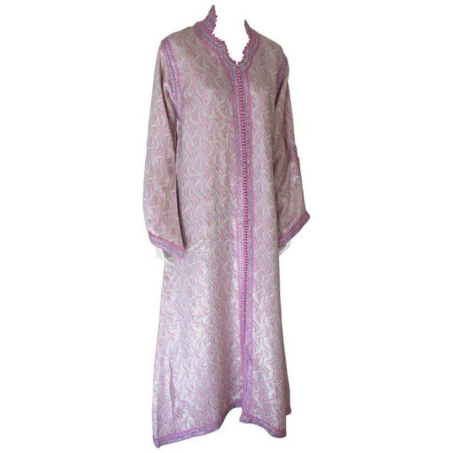 Moroccan Brocade Kaftan Embroidered With Pink and Silver Trim For Sale - Image 11 of 11