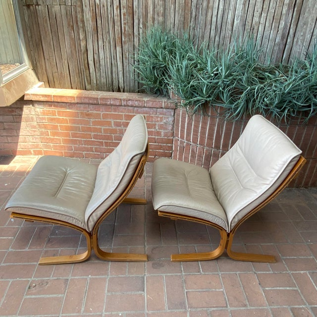Westnofa Furniture Vintage Westnofa Ingmar Relling Design Leather & Bent Wood Lounge Chairs - a Pair For Sale - Image 4 of 13