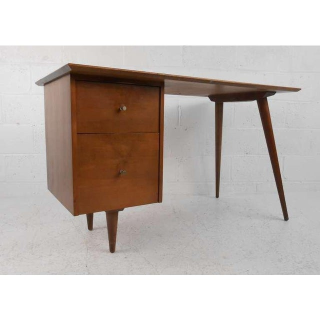 This stylish writing desk features unique mid-century desk by Paul McCobb for Planner Group, Winchendon Furniture. Stylish...