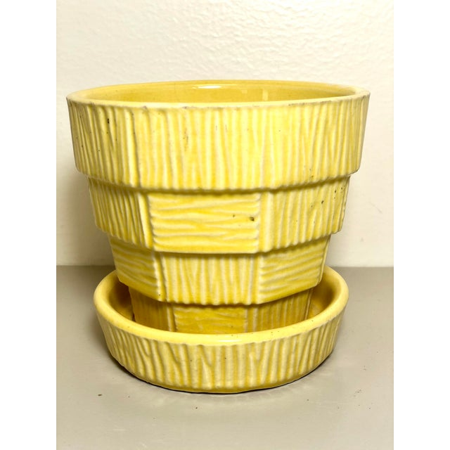 """McCoy Pottery 1940s - 1960s Small """"Yellow"""" Mid-Century Flowerpot and Saucer For Sale In Los Angeles - Image 6 of 6"""