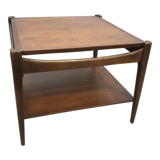 1960s Mid-Century Modern Bassett Walnut Side Table For Sale