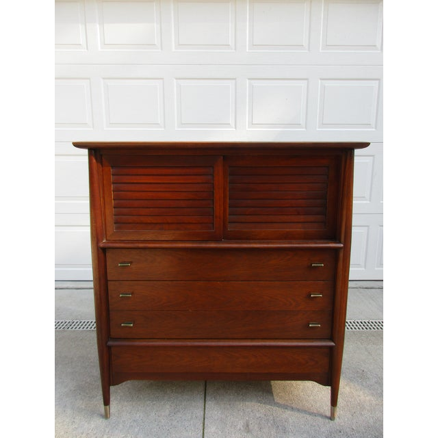 An exceptional five drawer dresser custom made for a client by Rway. This dresser has wonderful wood grain patterns and is...