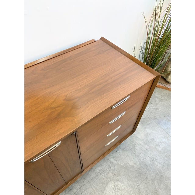Wood Mid Century Modern Nine Drawers Dresser For Sale - Image 7 of 11