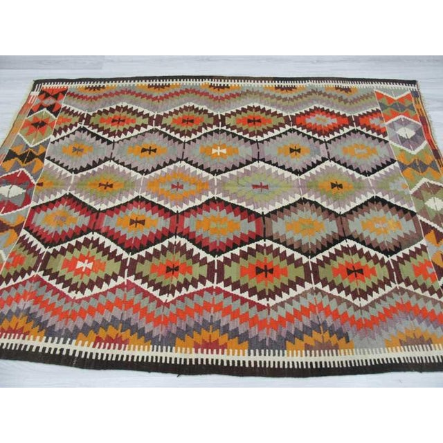 "Handwoven Vintage Decorative Colourful Turkish Kilim Area Rug - 5'4"" x 7'5"" For Sale - Image 4 of 6"
