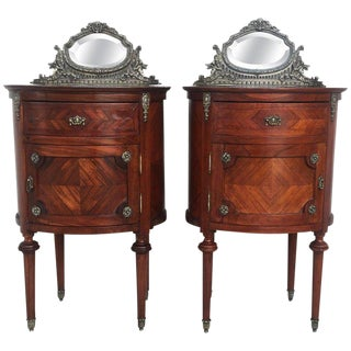 20th Century Louis XVI Style Marquetry Nightstands With Metal and Mirror Crest For Sale