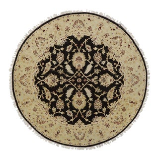 Round Vintage Indian Rug with Traditional Style For Sale