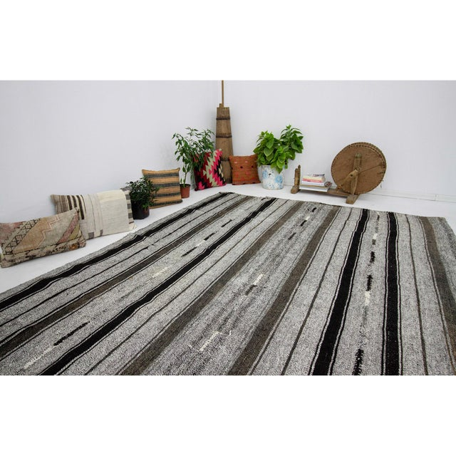 1960s Vintage Striped Gray Kilim Rug- 7′2″ × 9′ For Sale In Los Angeles - Image 6 of 7