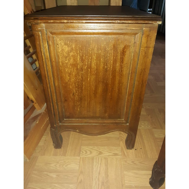 French Provincial Drexel Heritage Side Tables - a Pair For Sale In San Antonio - Image 6 of 13