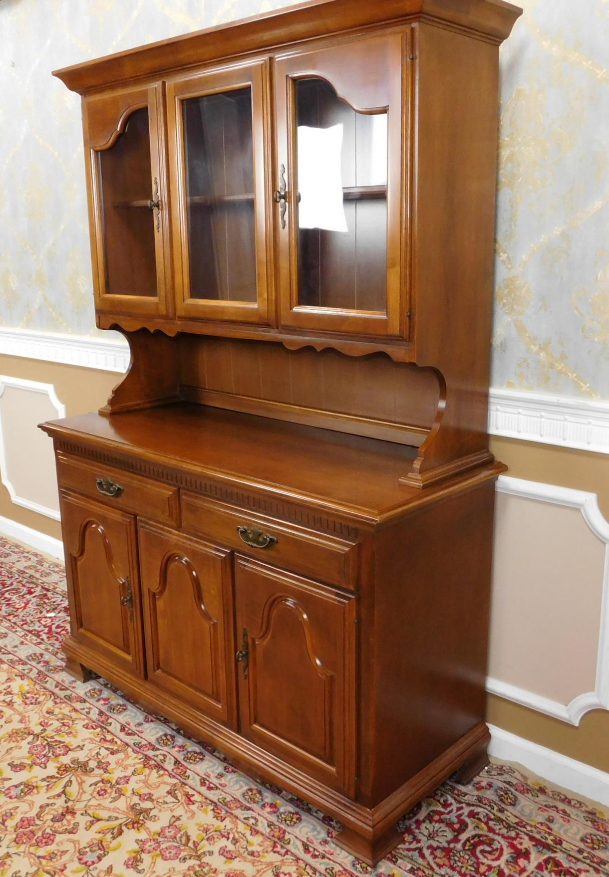 1980s Solid Maple Dining Room Kitchen China Cabinet Hutch For Sale  Image 5 Of