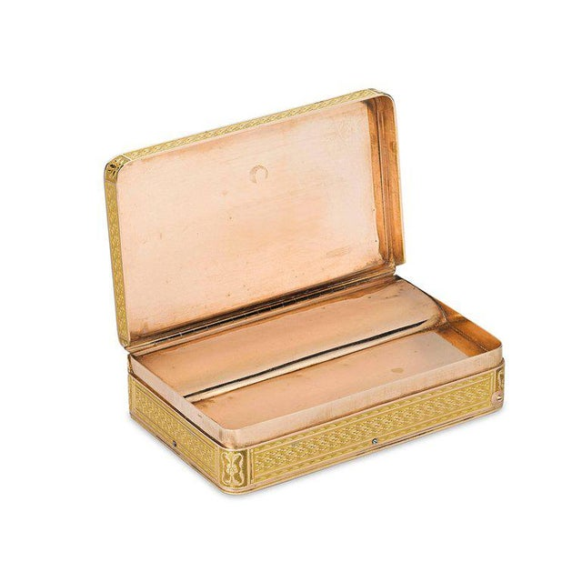 Traditional Swiss Gold Musical Snuff Box For Sale - Image 3 of 5