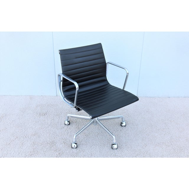 Mid-Century Modern Herman Miller Eames Aluminum Group Black Management Chair For Sale - Image 13 of 13