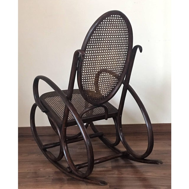 Brown Midcentury Elegant Rattan Pair of Rocking Chairs in the Thonet Style For Sale - Image 8 of 10