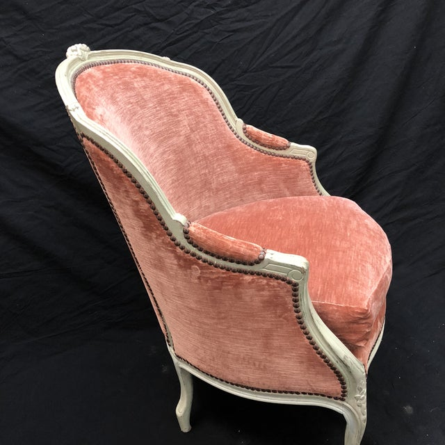 Antique French Louis XV Style Rose Velour Bergere Armchair with Nailhead Trim For Sale In New York - Image 6 of 13