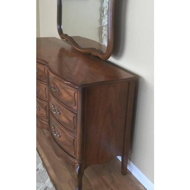 Vintage Broyhill French Provincial Dresser - Image 4 of 11