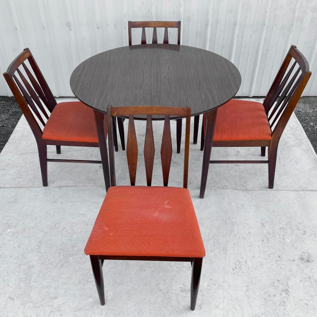 Mid-century modern dining room set features an expandable round dining table and five matching dining chairs ( four side...
