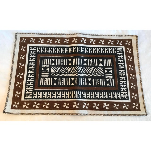 Nice set of 6 vintage linen placemats in a tribal pattern. Made in Figi.