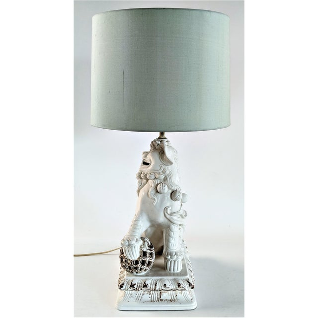 Asian Ceramic Foo Dog Table Lamp For Sale - Image 4 of 13