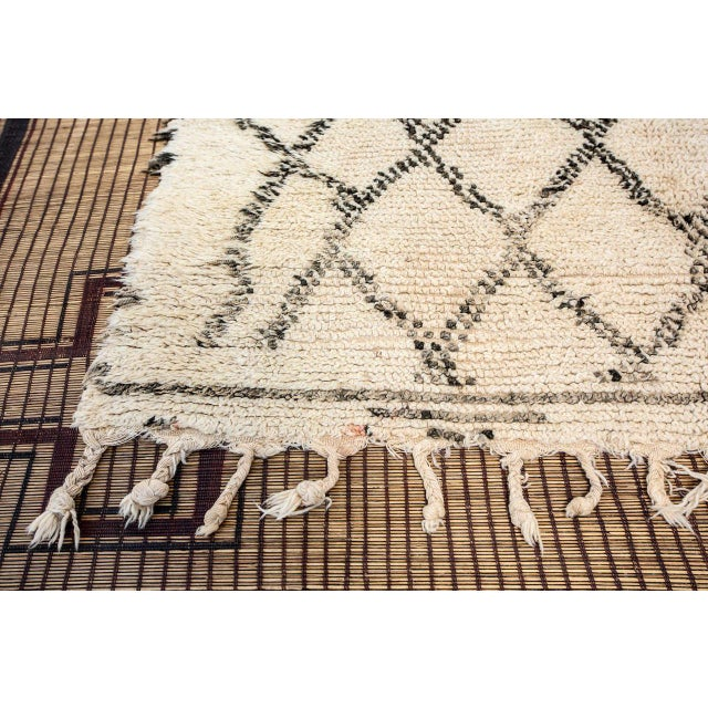 Moroccan Vintage Beni Ouarain Rug North Africa For Sale - Image 4 of 8