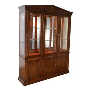1980s American Classical Ethan Allan Large Cherry & Glass Lighted China Cabinet For Sale