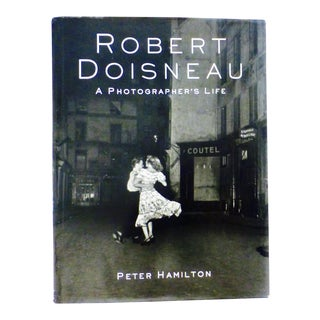 Robert Doisneau Photographs - A Pair