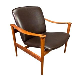 1960s Scandinavian Mid-Century Modern Teak Lounge Chair Model 711 by Fredrik Kayser For Sale