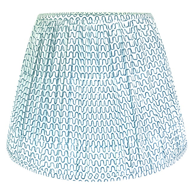 - New, handcrafted, pleated lamp shade - Fabric: Les Indiennes 100% cotton fabric. Gigi in Indigo and off-white - Fitting:...