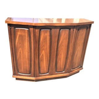 Entry Way Side Cabinet From the Broyhill Emphasis Line