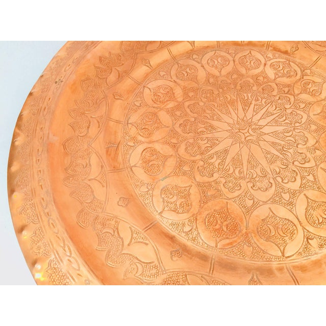 Early 20th Century Moroccan Polished Round Metal Copper Tray For Sale - Image 5 of 12