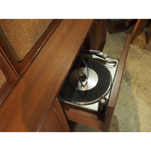 RCA Victor 3VF 646 Turntable Console - Image 5 of 10
