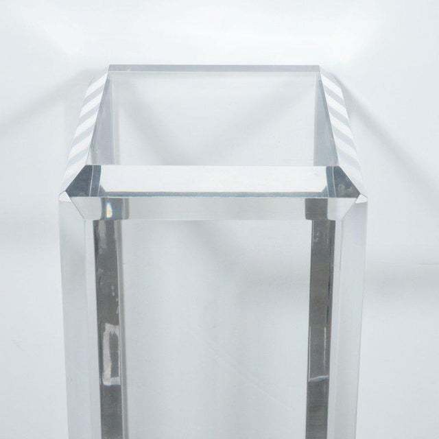 Mid-Century Modern Translucent Lucite Rectilinear Bevelled Waterfall Pedestal For Sale In New York - Image 6 of 7