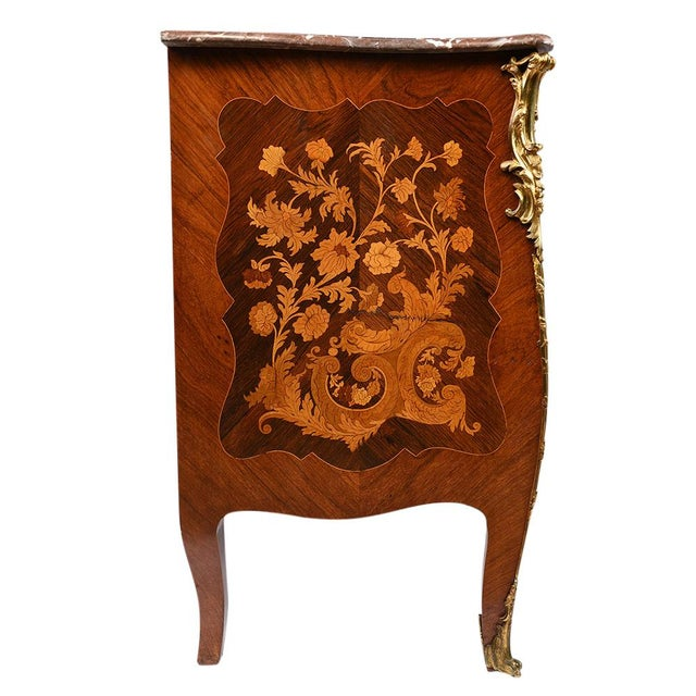 French Late 19th Century Louis XV-style Marquetry Chest of Drawers For Sale - Image 3 of 10