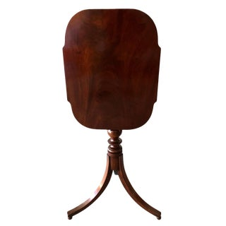 1820s Early American Mahogany Tilt Top Table For Sale