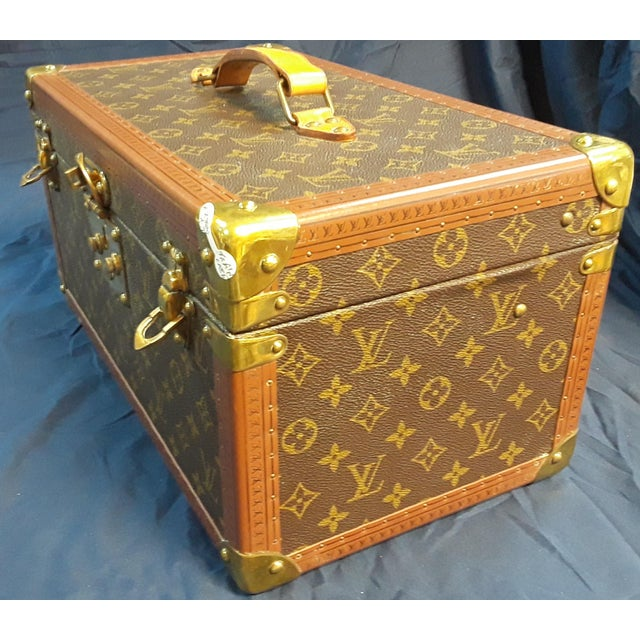 Modern 1980s Vintage Louis Vuitton Monogram Cosmetic Travel Train Case For Sale - Image 3 of 7