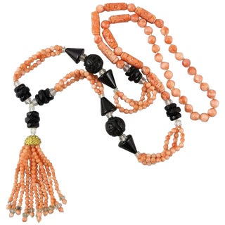 Art Deco Style Carved Natural Coral and Onyx Sautoir Necklace. 1960's. For Sale