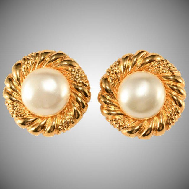 dc9d8c097 Chanel Chanel 1970s Faux Pearl Classic Round Earrings Vintage For Sale -  Image 4 of 4